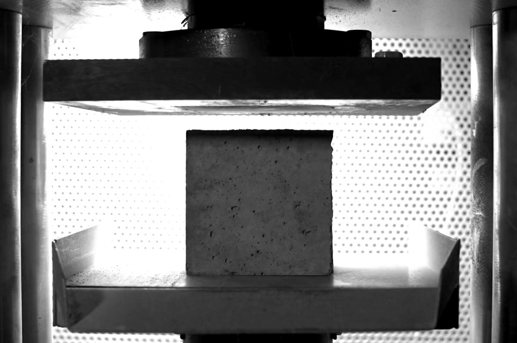tecnico-en-pruebas-de-resistencia-concreto